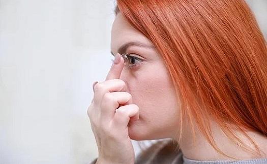 Oprava a servis brýlí, pomoc s aplikací kontaktních čoček