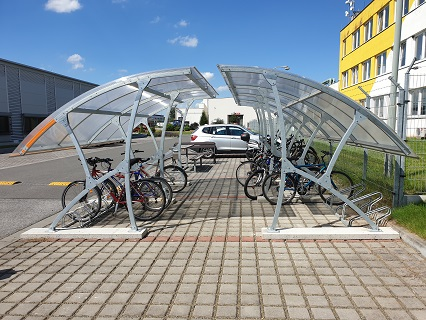Výroba montovaného, celopozinkovaného přístřešku na kola i s možností dodávky parkové lavičky