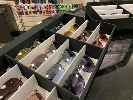 Doplňky k brýlím – pouzdra na brýle, silikonové šňůrky, hadříky