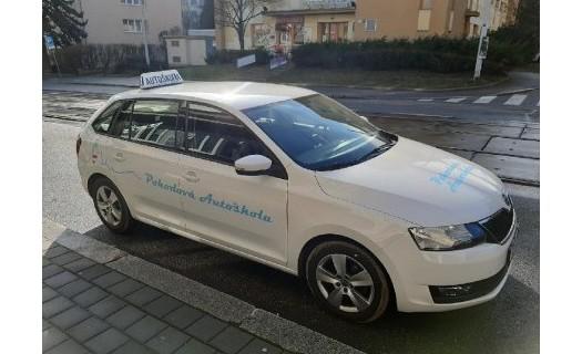 Autoškola Brno, akreditované školící středisko, výuka s manuální a automatickou převodovkou
