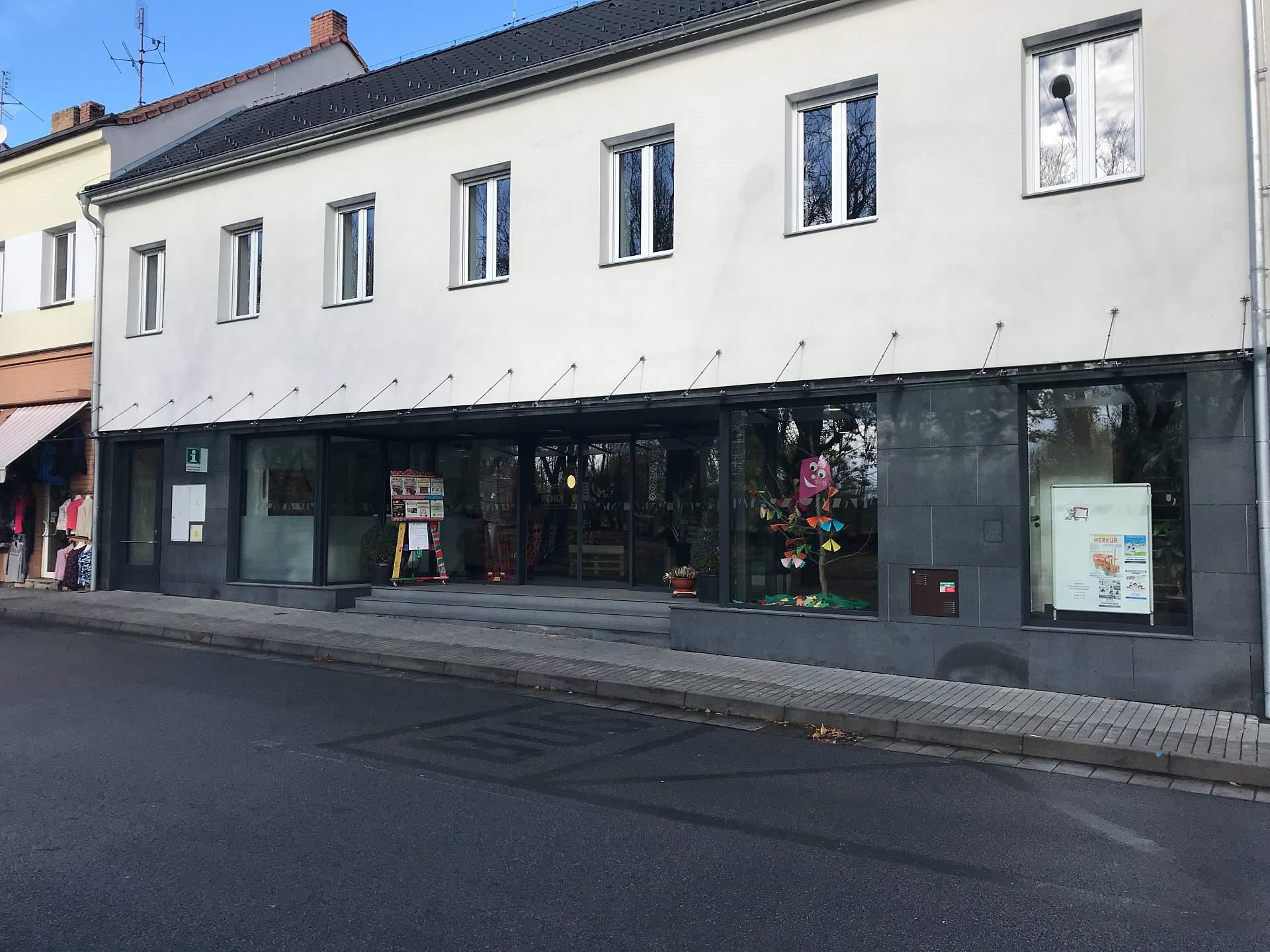 Kulturní středisko a informační centrum ve městě České Velenice