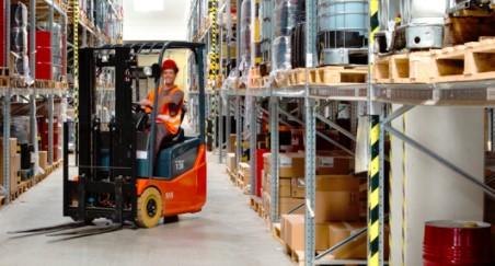 Skladování, logistika, dopravní služby