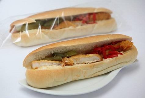 Výrobky studené kuchyně, lahůdky regionálních výrobců – chlebíčky, saláty, bagety uzeniny
