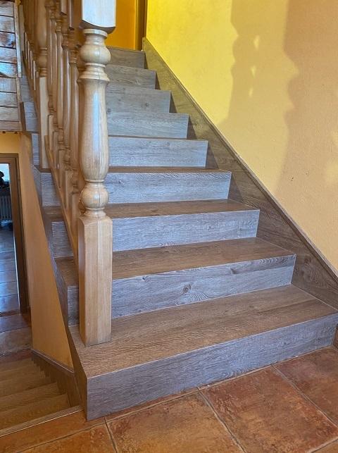 Vinylové schody v moderním designu – dekor dřeva a kamene, prodej na e-shopu