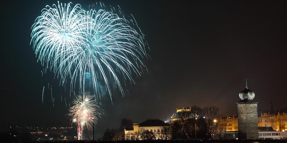 Novoroční ohňostroj na jedno zapálení najdete na eshopu www.pyrotechnika.cz