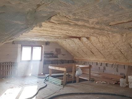 Zateplení stavby - izolace podkroví, střechy, fasády PUR pěnou