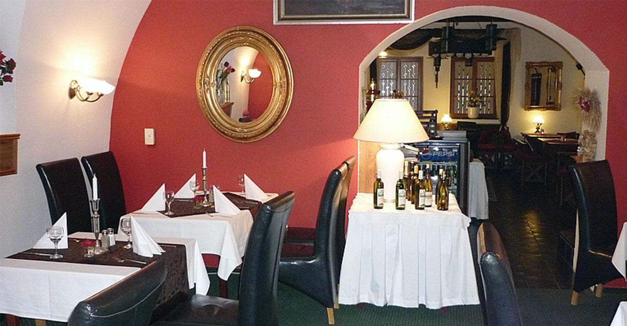 Restaurace s českými jídly, ubytování, oslavy