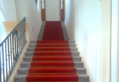 Pokládka koberců i na schodech