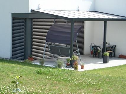 Účinné zastínění venkovní terasy či zimní zahrady v letních měsících zajistí markýzy, pergoly