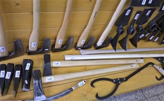 Kleště, štípací klíny, odkorňovače a sapiny Krumpholz - odolné nářadí pro lesní práce