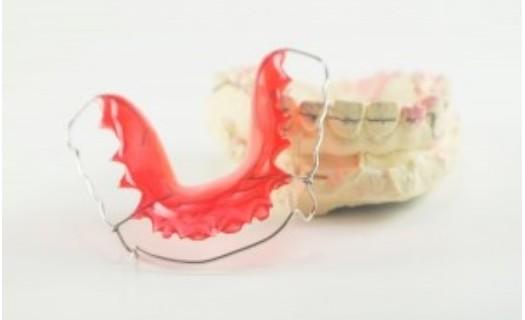Ortodoncie Brno, korekce zubů, rovnátka, řešení předkusu, úprava skusu, implantace zubů