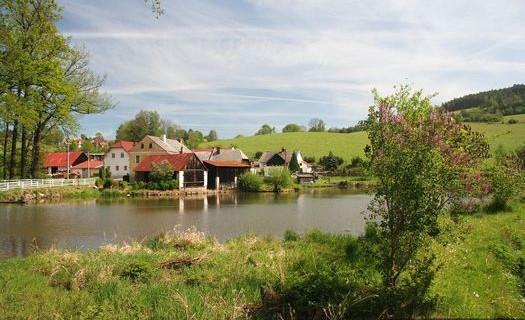 Obec Dlouhá Ves, okres Klatovy, turistika v okolí Šumavy, kempování na řece Otavě