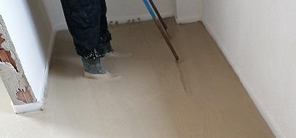 Realizace litých betonových podlah s rovným a pevným povrchem