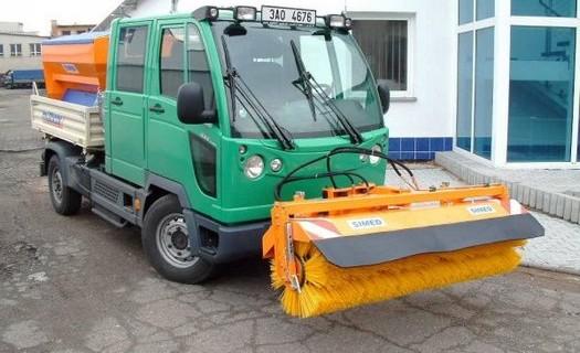 Silniční zametače s výkonným kartáčem k dočištění chodníků a vozovek Dvůr Králové nad Labem
