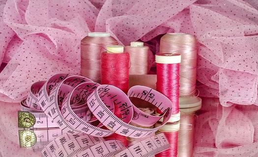 Textilní výroba, šití originálních oděvů na zakázku Náchod, pletení a háčkování dle Vašich přání