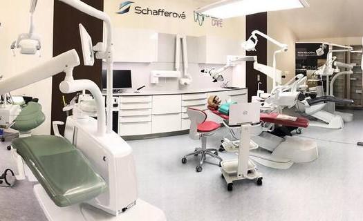 Vybavení zubních ordinací Olomouc,  stomatologické soupravy, lupové brýle, rentgeny, mikroskopy