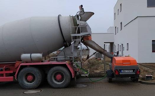 Podlahy pro nadměrnou zátěž, odolné vůči vlhku – čerpání cementového potěru