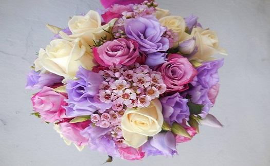 Gratulační, svatební nebo smuteční kytice a květinové vazby včetně donášky až k Vám domů