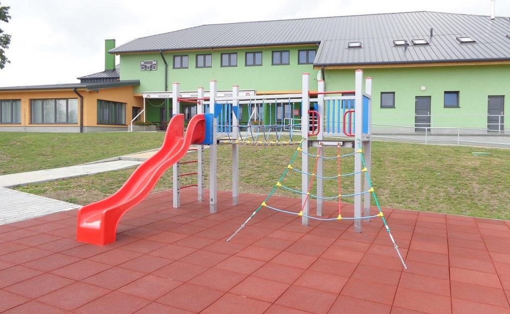 Gumové dlaždice vhodné pro dopadové plochy hřišť, tělocvičen i venkovních sportovišť