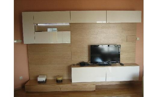 Návrhy a realizace vybavení interiérů - zakázková výroba bytového nábytku z masivního dřeva, lamina i dýhy
