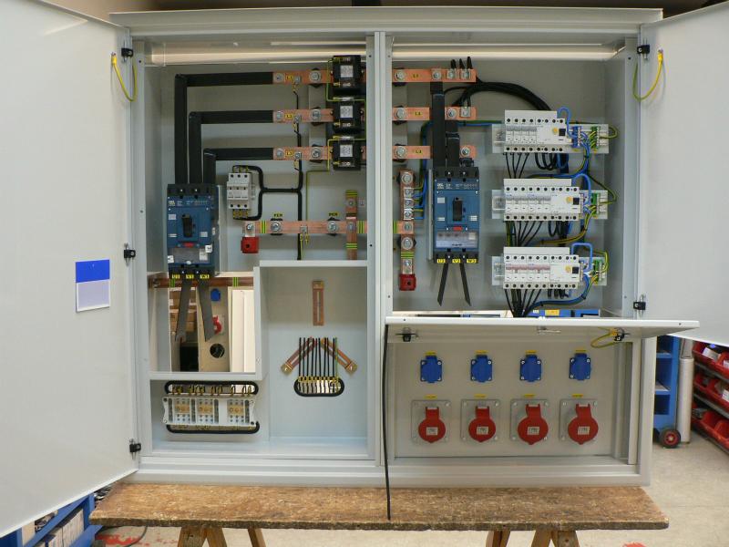 Elektroměrové rozvaděče zejména pro distributory elektřiny