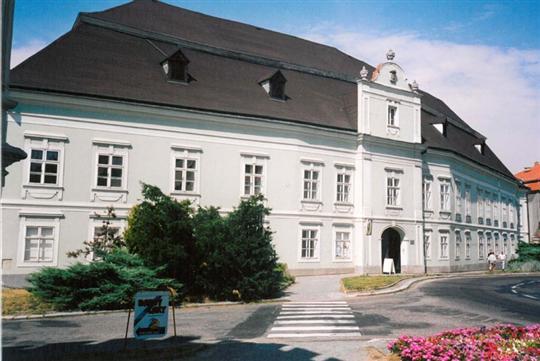 Barokně klasicistní zámek s muzeem řemesel