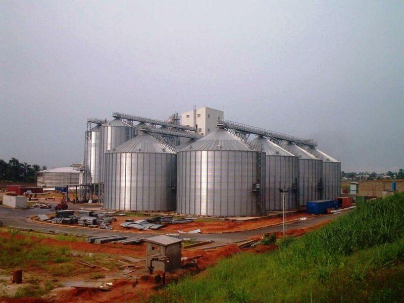 Obilní sila a zásobníky zrnin pro farmáře i posklizňové linky