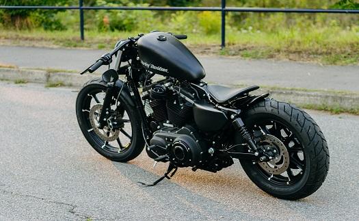 Zakázkové sestavení motocyklu pro jízdu v terénu nebo na silnici na míru