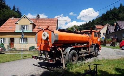 Kropení a vlhčení komunikací, staveb a silnic Olomouc, kropící vozy, kropení staveb, zalévání parků