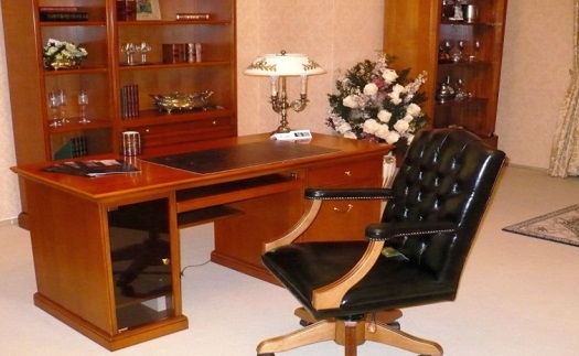 Reprezentativní čalouněný a kožený nábytek pro právnické kanceláře – pracovní křesla, židle a další