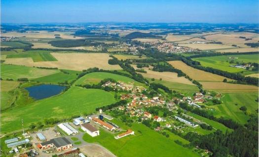 Malá obec Pracejovice nedaleko Strakonic v Jihočeském kraji