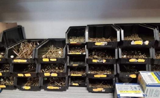 Železářství – šrouby, vruty, hřebíky a další spojovací materiál