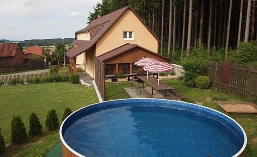 Příjemné ubytování se zahradou a bazénem