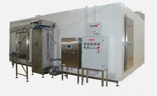 Standardně provedené nebo na míru vyrobené zamrazovače, mrazící komory i rozdružovače zmrazených potravin