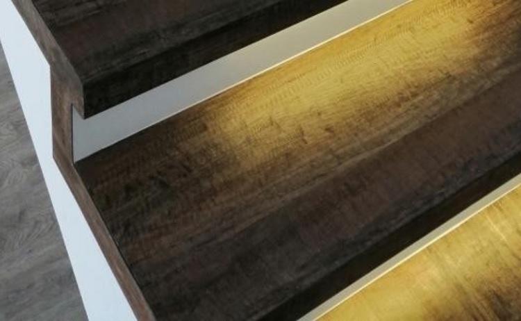 Vinylové schody - renovace, obklady schodišť vinylem