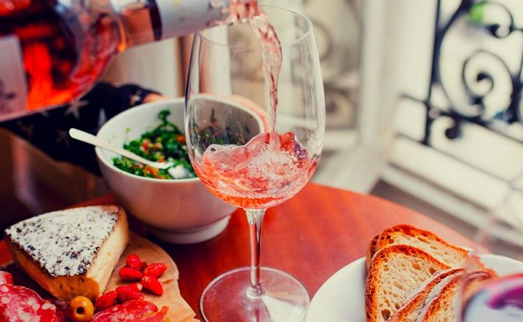 Odpočinkový gurmánský pobyt s dobrým jídlem a vínem pro pány v příjemném prostředí