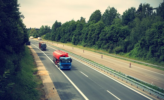 Vnitrostátní a mezinárodní autodoprava Plzeň, přeprava nákladů, převozy aut, odtahová služba