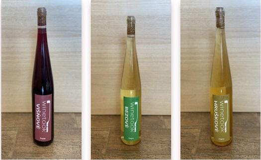 Lahodná ovocná vína s jemnou chutí různých druhů ovoce ze zahrádky a ochucená vína