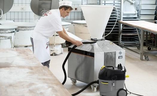 Půjčovna průmyslových čisticích a úklidových strojů Kärcher Hradec Králové, mokro suché vysávání