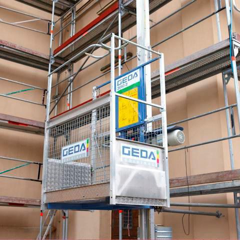 Prodej a pronájem – šikmé a sloupové stavební výtahy GEDA