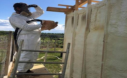 Zateplení základů staveb, soklů, podlah a stěn stříkanou tepelnou pěnovou izolací