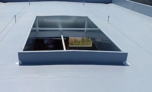 Záchytný systém plochých střech Uherské Hradiště, systémy proti pádu osob, bezpečnostní prvky
