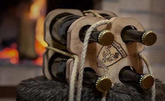 Originální sada řemeslných piv v netradiční dřevěné dárkové ručně dělané tašce