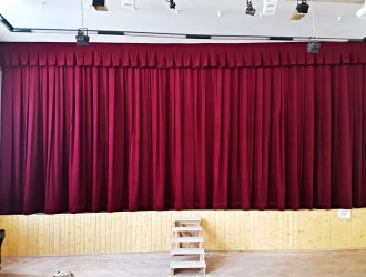 Opony do divadel, kin a kulturních zařízení