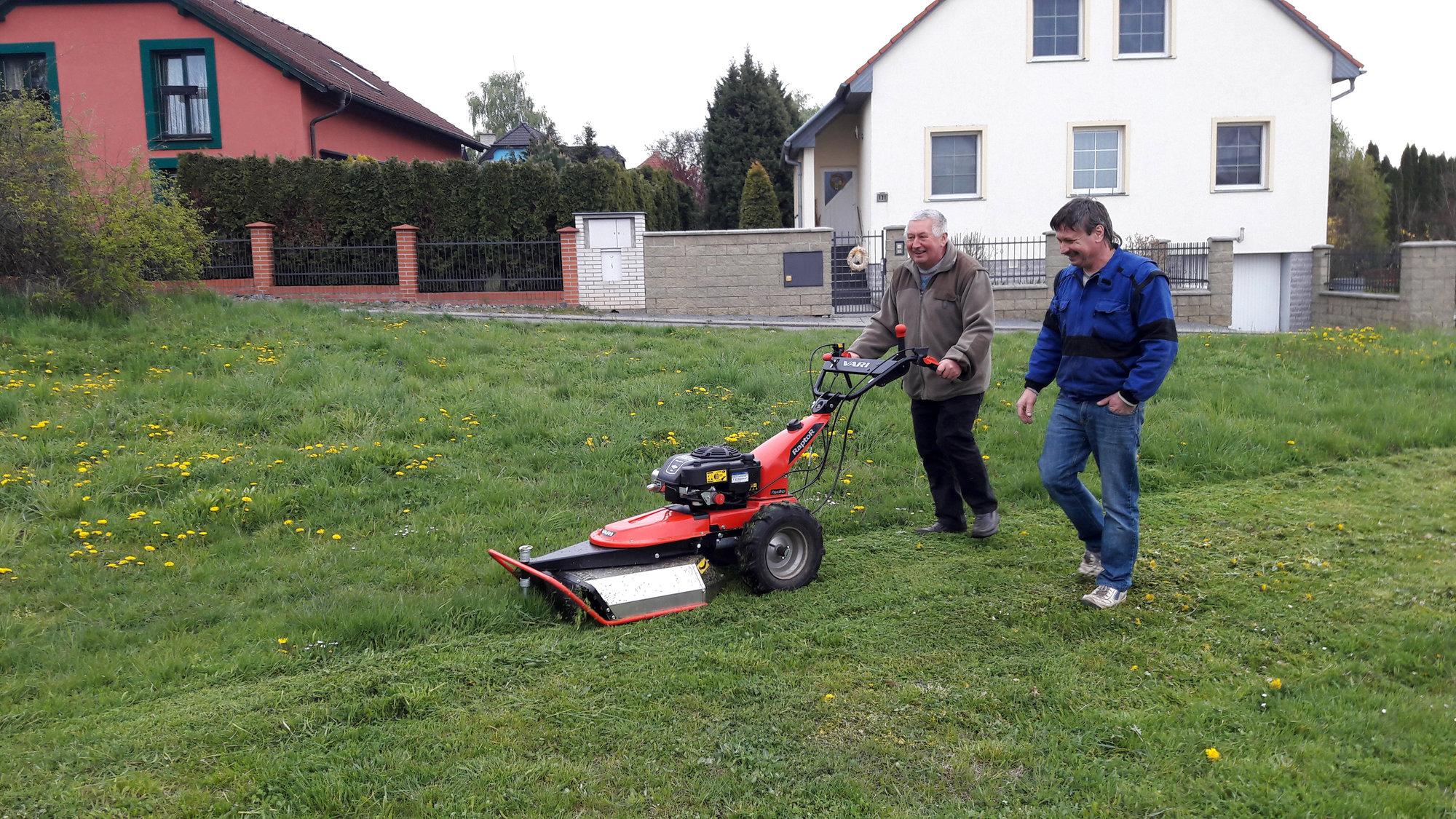 Sekačky, křovinořezy, pily a zahradní traktory