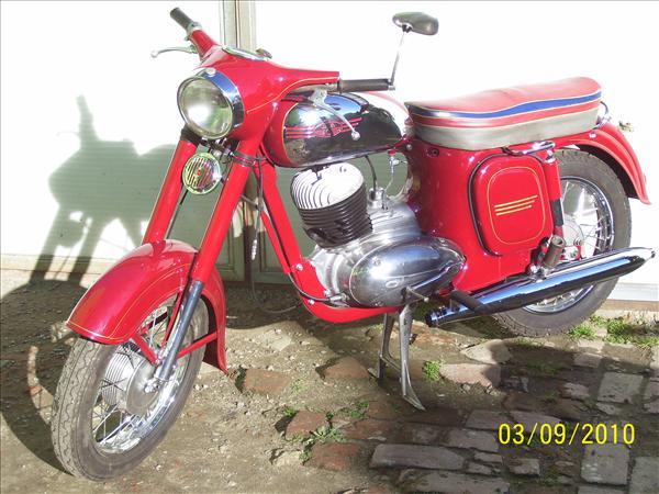 Široká nabídka starších modelů motocyklů, servisní služby a opravy strojů