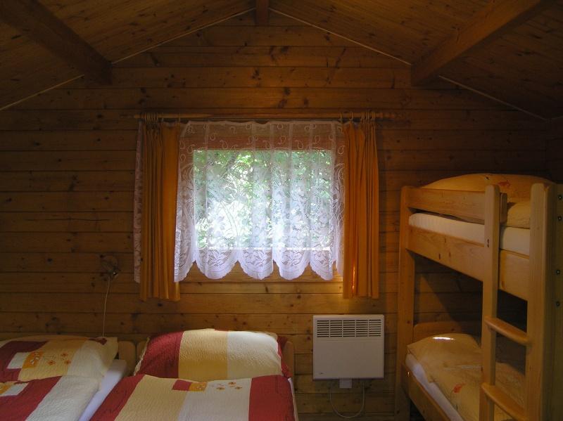 Levné ubytování v Praze v pokojích, chatkách či stanech
