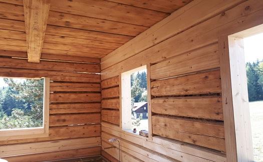 Pískování dřeva a dřevěných konstrukcí – odstranění starých nátěrů, zviditelnění struktury dřeva