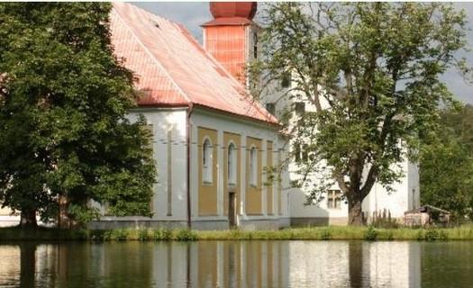 Obec Zadní Chodov v Plzeňském kraji, kostelík Nejsvětější Trojice