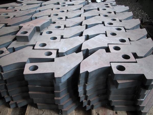 Ocelové plechy, díly, tyče a trubky z kvalitní oceli